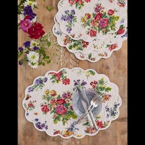 Set of 4 Oval Quilted Placemats